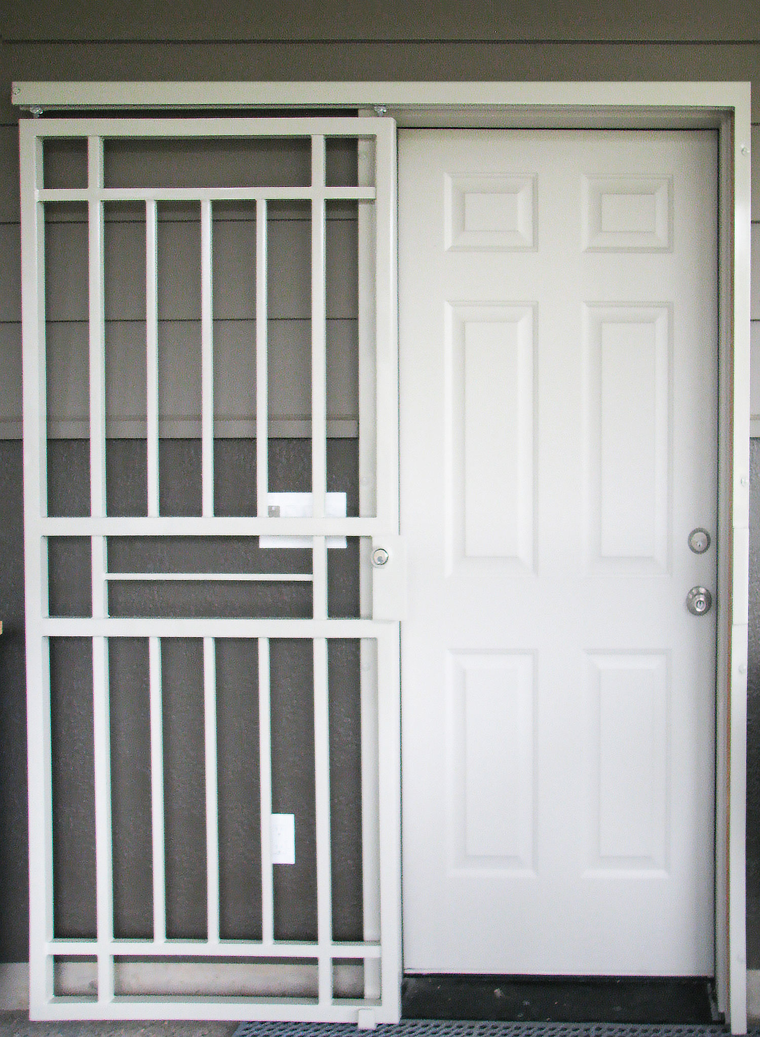 Gallery two craftsman series doors mascotte security for Door 4 security